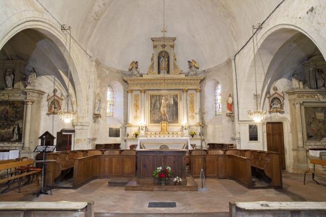 Autel vue de face de l'église Saint Martin