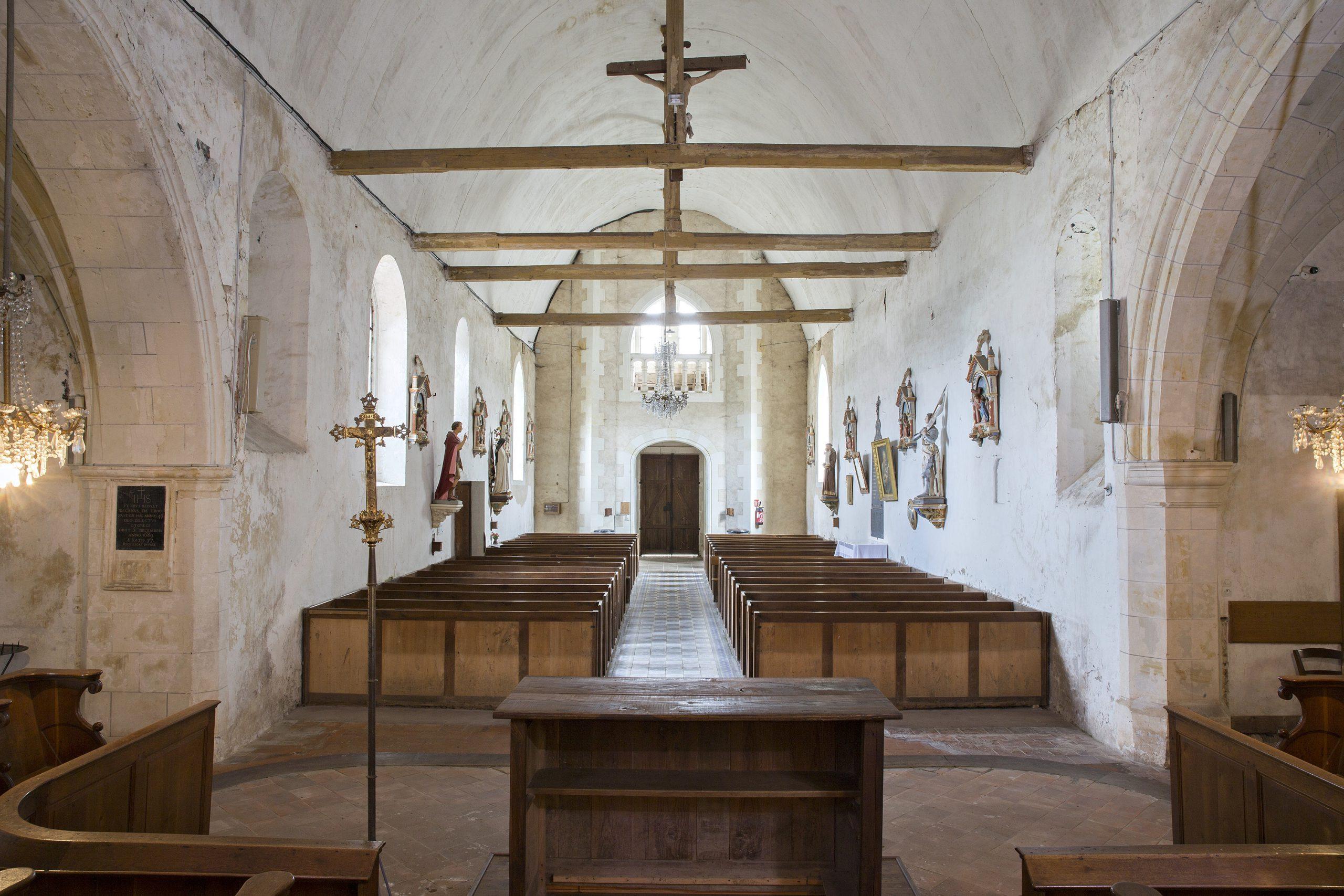 Autel vue arrière de l'église Saint Martin